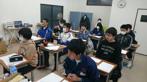今日は茨城県立高校の合格発表の日でしたが、夕方教室に集まって河原塾超の高校マインドセット授業がありました。今日は単に高校が決まっただけ、高校なんてどこに行っても変わらない!高校に行って何が出来るかだ!そのためには今の生活をしっかりしないとけない。さあ、勉強して下剋上だ!合格発表の日に、このような行動が出来る君たちは本当に素晴らしいと思う。本当にうれしいです。