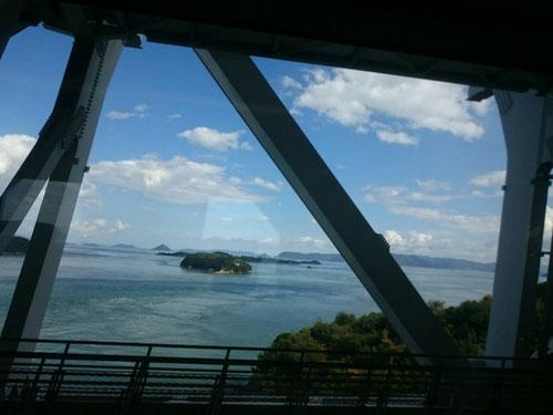 今日から2泊3日、河原総長&KJ校長先生たちはKJミーティングで香川県琴平町に来ています。今日は人生初の瀬戸大橋を渡りました。瀬戸大橋ができて今年で30年、ずっと渡りたい!と思っていた橋を今日は渡ることが出来ました!しばし本州ともお別れです。