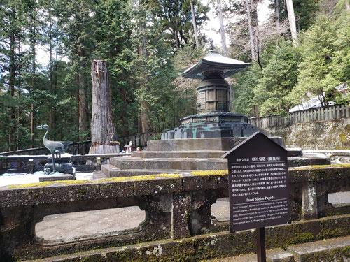 なんと、あの徳川家康のお墓にたどり着きます。このお墓の下には埋蔵金が眠っているという都市伝説もありますね。実際はどうなんでしょうか、、、。世界遺産の地だけに外国人の観光客もたくさん来ていて、元栃木県民だけに胸が熱くなってしまいました!外国から栃木県に来てくれるのは嬉しいですね!また日光東照宮に来たいです!