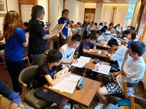上野大佛の開門が実は10時だった、、それを知ったのが数日前。というわけで、開門の時間まで、まずは上野公園の近くのお洒落なカフェで勉強&朝食ということになりました。総長のマインドセット授業もあって、とても有意義な時間でした!