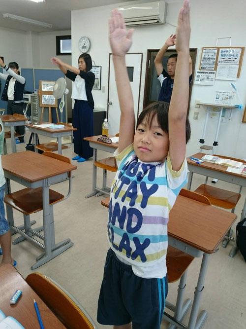 夏休み最初の朝塾(6:30~)です。7:00みんなでラジオ体操をしました!ラジオ体操はいいですね(^^) 朝学・生放送では、毎日ラジオ体操をやっています!ラジオ体操の習慣はホントに健康にいいですね!