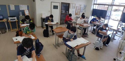 ジムでの学習が再開しました。密にならないように予約制にして、ジムとネット教室併用して授業再開となりました。