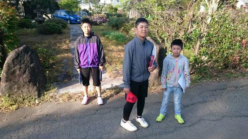 今日は小学生も参加。朝5時からのアサンポ学習に参加とは、早起きできてえらいね(^^)