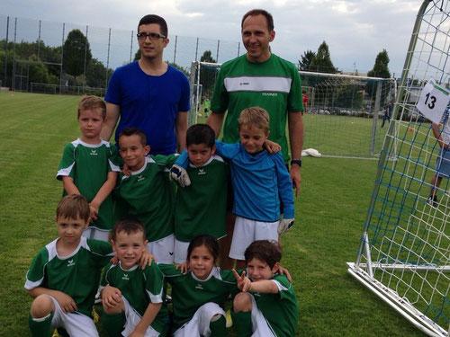 von links: Miran, Niklas, Ambra, Michi mittlere Reihe von links: Lenni, Daniele, Elias, Felix hinten: Giovanni, Andi
