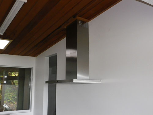 Rangehood in and vented through the roof
