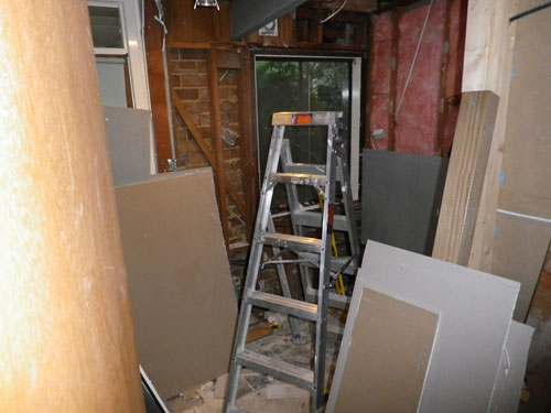 We used up all the leftover plasterboard in this room