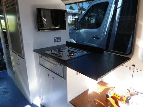 Both benchtops have foldable extensions