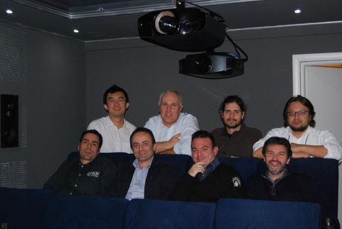 ..Parte dello staff che cura istallazione e calibrazione dei proiettori presenti all'evento..