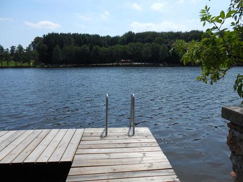 Holzöstersee mit privatem Badesteg