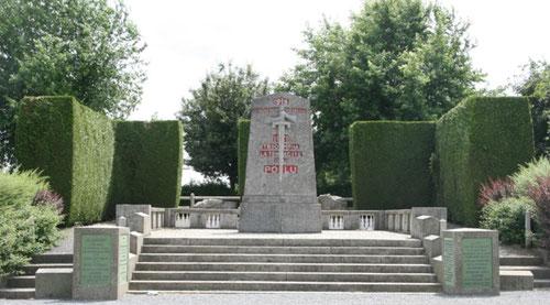 La pierre d'Haudroy ; ici furent acueillis las plénipotiaires allemands