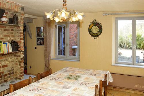 La salle à manger du gîte du cheval de renfort, à OHIS, Thiérache, Aisne, Picardie.