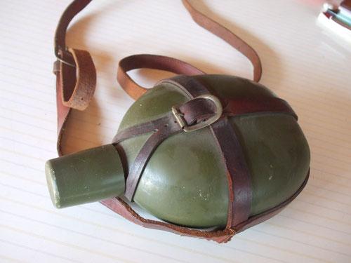 亡くなった兄が小学生の頃に使っていた水筒。半世紀以上前の代物だ!アルミのキャストで出来ています。