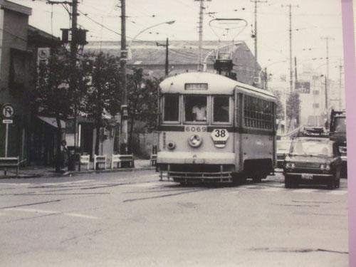 都電、黄色の車体に赤い線。昭和40年