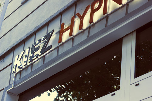 Kiez Hypnose Berlin Außenwerbung