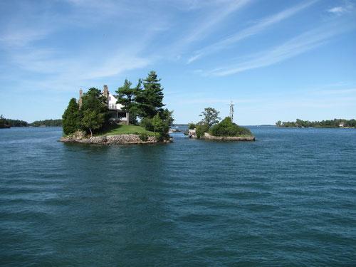 Sur cette propriété une île se trouve au Canada et l'autre aux Etats Unis.