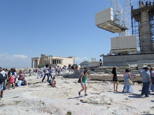 En haut de l'acropole, on se croirait vraiment dans un chantier !