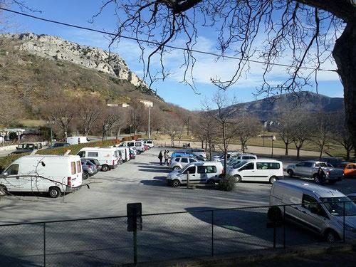 Le parking du bas de Gourdon