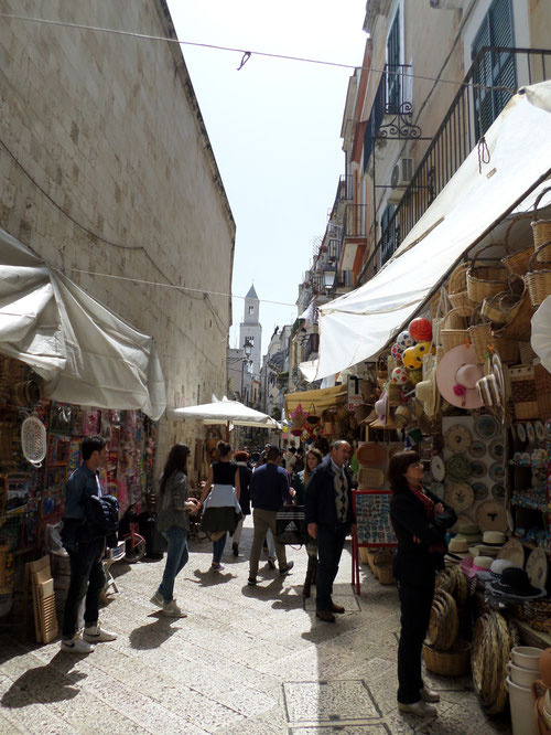Rue derrière la Basilique Saint Nicolas