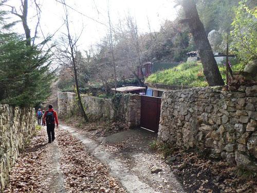 Arrivée sur la partie bitumée qui descend au village
