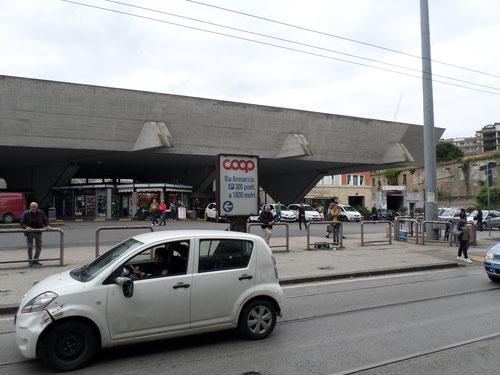 La gare de Porta Nolana
