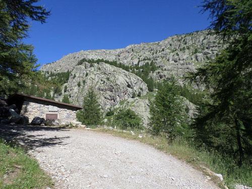 Cabane à côté de la balise 89, on y trouve un point d'eau