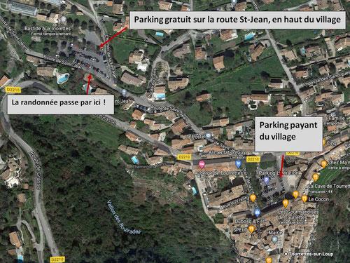 La rando part  officiellement du parking du village mais il vaut mieux se garer sur le parking visible sur cette photo, en haut à gauche qui est gratuit (photo à droite).