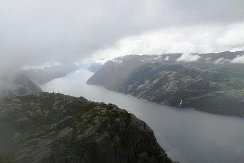 Le fjord dans la brume et encore, c'était à l'arrivée quand il était dégagé !