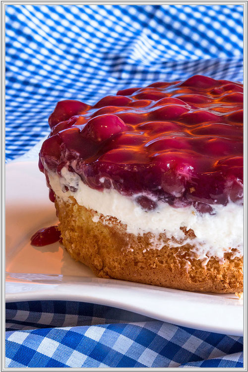 Kleiner Kirsch-Quark-Kuchen-Biskuit © Jutta M. Jenning mjpics