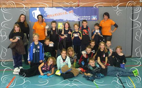 Dribble Speed Master Klasse 4b mit Lehrerin Tanja Hartlieb (li.)