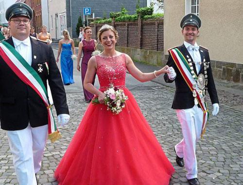 Das Königspaar der Jungeschützen, Oliver Frisse und Pauline Rosay (l.),