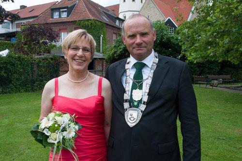 Das Königspaar 2014 beim offiziellen Fototermin: Maria Strohbücker und Karl Buhne