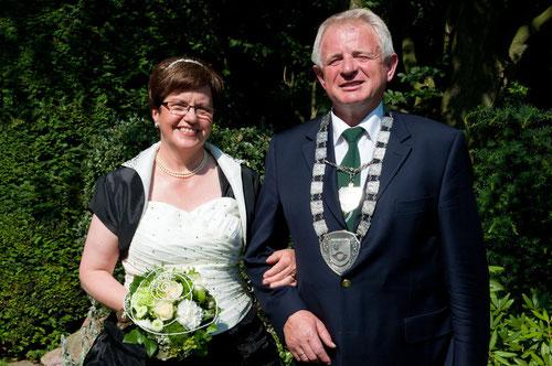 Das Königspaar 2013 beim offiziellen Fototermin: Elfriede Witte und Theo Jeiler