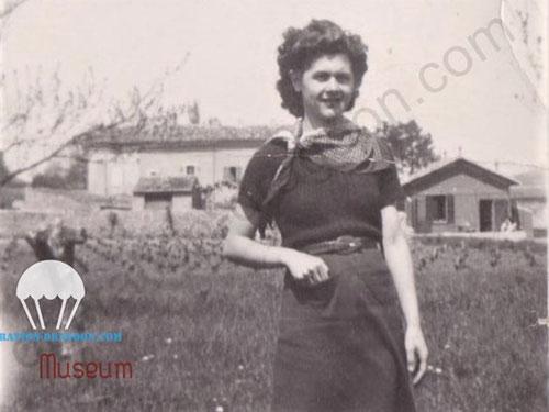 Rosette RAYNAUD, photo prise à Brignoles route de Vins, printemps 1943.