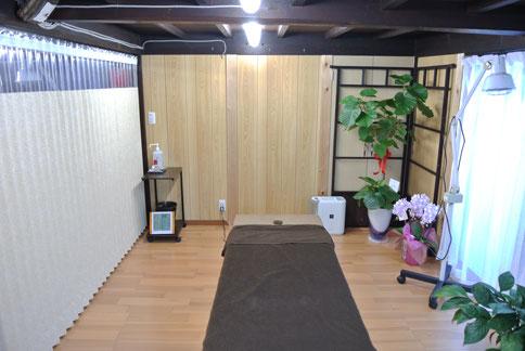 ゆったりとした個室空間で腰痛や肩こり等の日々の疲れを解消しませんか?当院はよくある症状から、頭痛・めまい・耳鳴り・胃腸の不調や手足のしびれ等の困った症状まで対応いたします。