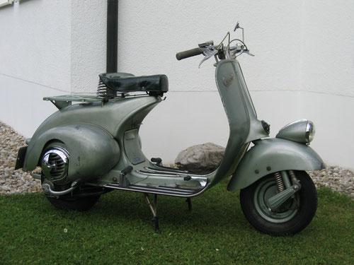 Vespa V30 vom letzten Quartal 1950 im Originalzustand