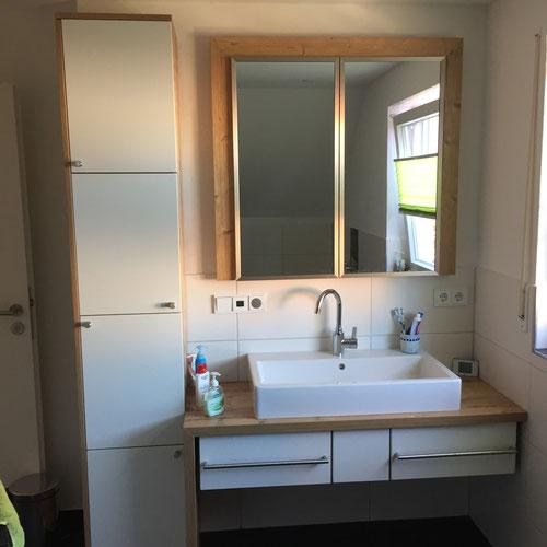 Einbaubadmöbel / Material Hpl AltfichteDekor ,Weiss matt mit Edelstahlbeschlägen und Spiegelfront