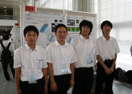 左から菜花佑太君(1年)、河野大樹君(2年)、阿部宮基君(2年)、松﨑湧太君(3年)