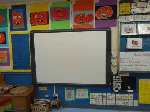 授業では電子黒板が使われている