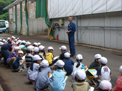 小学生の堆肥センター見学