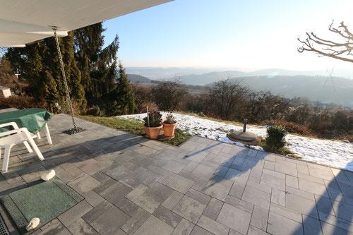 Blick von der erneuerten Terrasse in Richtung Ost-Süd m Winter