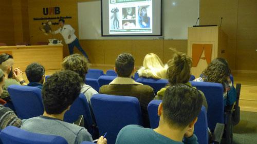 (UAB - marzo de 2018) La mayor experta de América en rehabilitación de primates, Lucía Amaro, uno de los grandes ponentes que ha venido varias veces a Catalunya a explicar sus métodos.