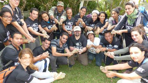 Liberación de Iguanas en el curso de manejo de fauna en el Valle de Antón (Panamá)