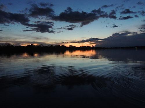 Anochecer en la Amazonia...