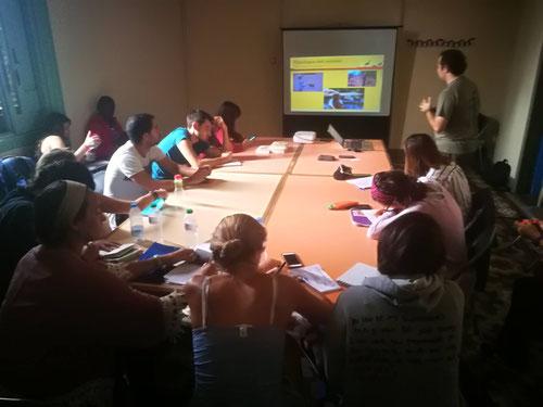 El curso de Biología de la Conservación de los Grandes Mamíferos Africanos es uno de los cursos habituales en París, antes de volar a África para participar en voluntariados y cursos con primates y grandes mamíferos.