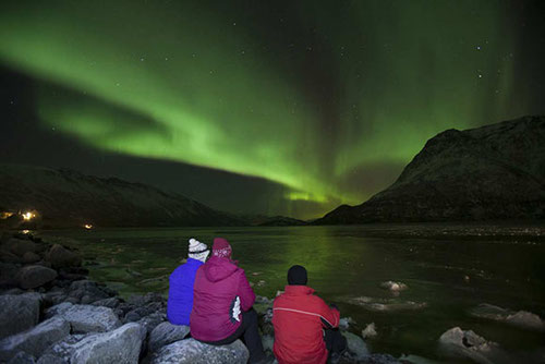 Cada año realizamos dos cursos en Islandia, en abril y en octubre. Épocas no tan frías idóneas para contemplar las auroras boreales y cetáceos en el Mar de Groenlandia.