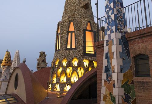 архитектура Гауди, здания Гауди, Дворец Гуэль.