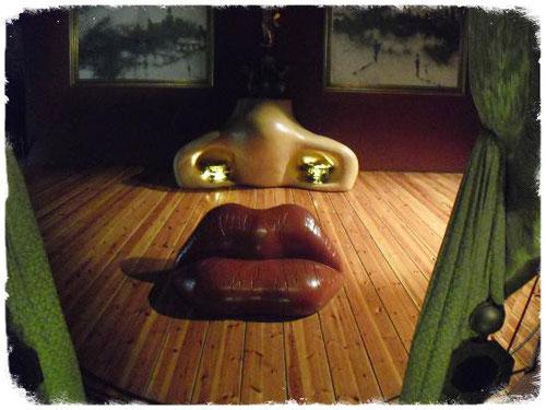 Museo Dali guía turístico con idioma ruso, guía turístico en museo Dalí, guía oficial de museo Salvador Dalí, guía turistico en museo Dalí, guía ruso en museo Salvador Dalí, guía ruso en barcelona, guía con idioma ruso en Costa Bravaa