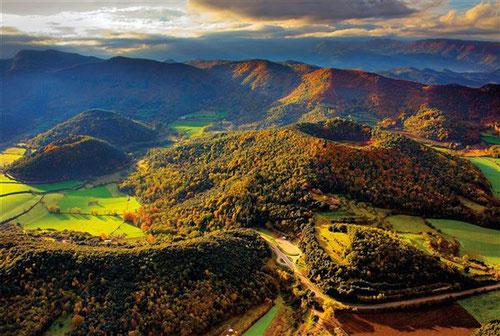 экскурсия в Гарротче, вулканы в Каталонии, вулканы в гарротче, гид по гарротче, экскурсия в олоте, олот музей живописи, вулканическая зона, экскурсовод в жироне, заповедник гарротча,