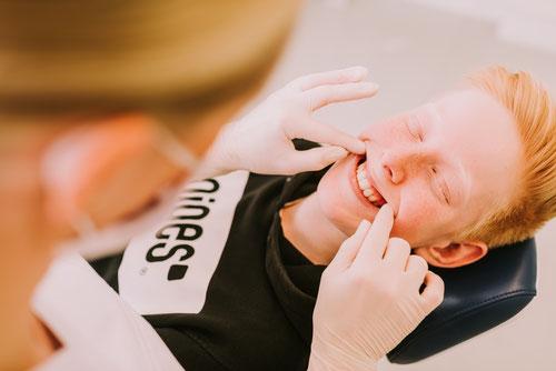 Zahnspangenliebe | Kieferorthopädie für Jugendliche