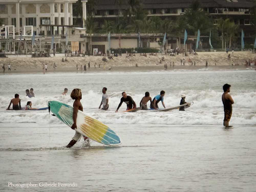 Surfers in Kuta Beach - Bali (Photo by: Gabriele Ferrando)